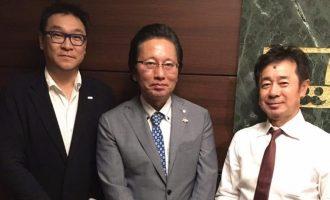 [中]津村佳宏代表取締役社長 ・[右]近藤 英樹と