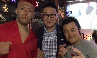 [左]ボクシング東洋太平洋ヘビー級チャンピオン京太郎さん・[右]アントニオ小猪木さんと