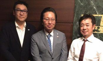 [中]津村佳宏代表取締役社長 ・[右]近藤 英樹と-1